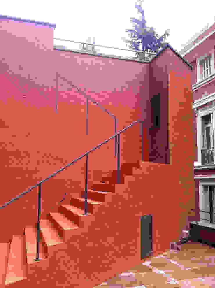 by Bescos-Nicoletti Arquitectos Modern