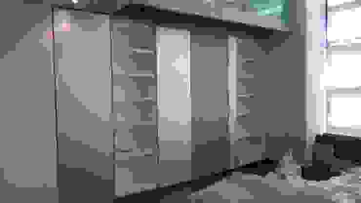 Libreria acabada Estudios y despachos de estilo moderno de key home designers Moderno