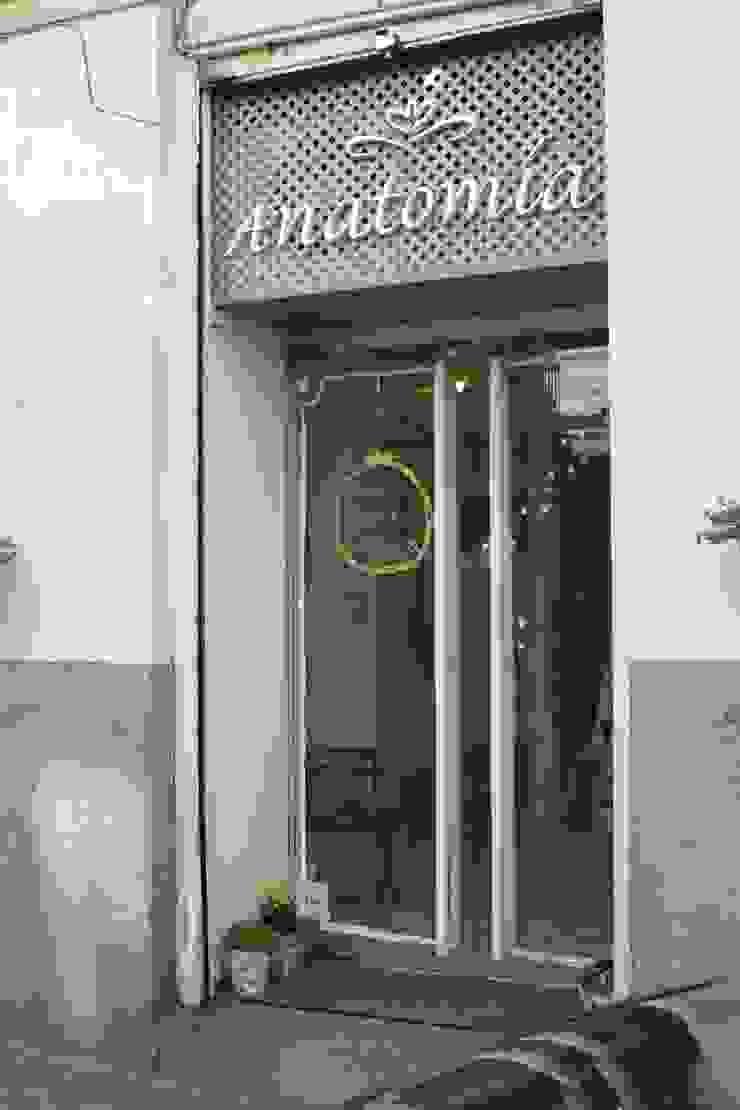 """TIENDA """"ANATOMIA"""". C/ CAMPOAMOR. MADRID. 2011 Oficinas y tiendas de estilo ecléctico de Bescos-Nicoletti Arquitectos Ecléctico"""