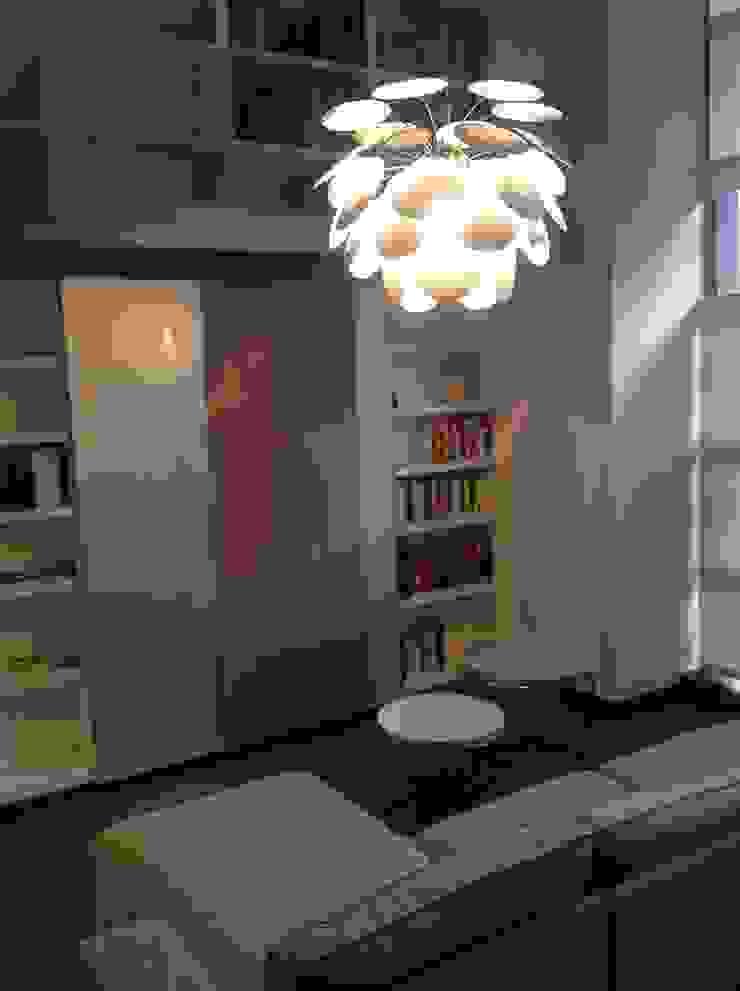 Un antes y después de realización de proyecto integral con decoración y reforma en Loft. Estudios y despachos de estilo moderno de key home designers Moderno