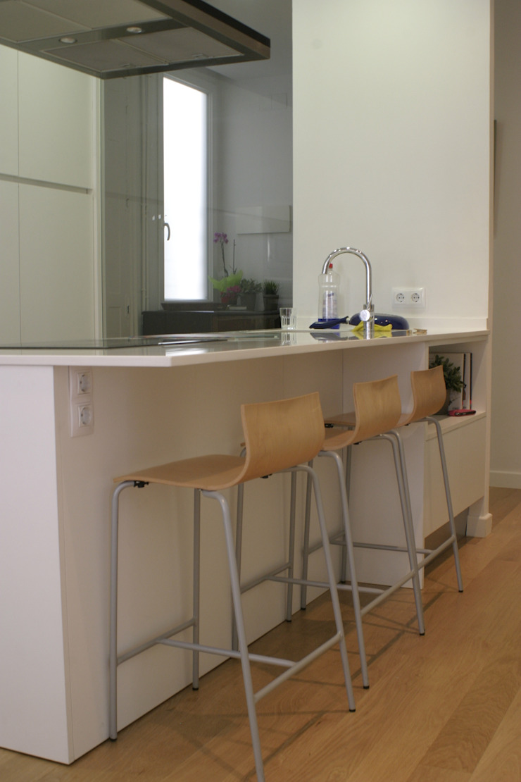 REFORMA APARTAMENTO. C/LAGASCA. MADRID. 2012 Cocinas de estilo moderno de Bescos-Nicoletti Arquitectos Moderno