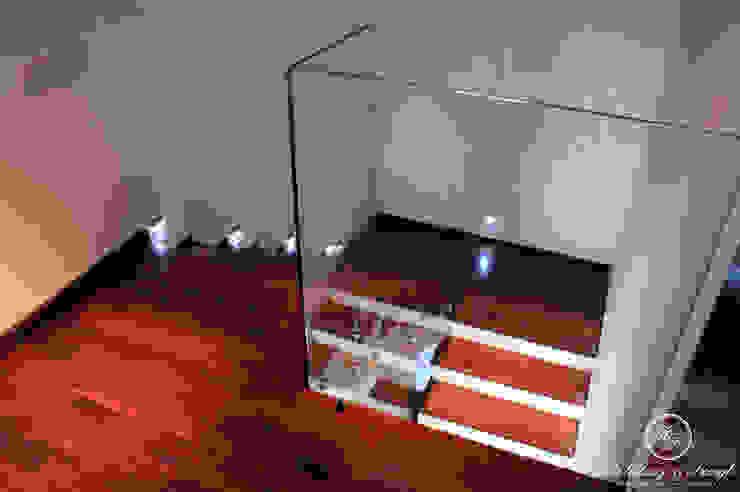 Pasillos, vestíbulos y escaleras modernos de Kołodziej & Szmyt Projektowanie wnętrz Moderno