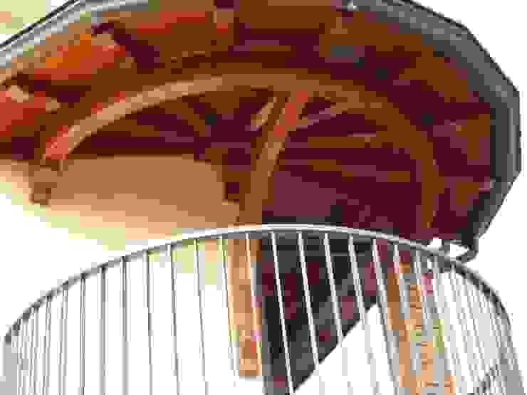 Tettuccio tondo Alfa Porticati S.r.l.s. Balcone, Veranda & Terrazza in stile classico