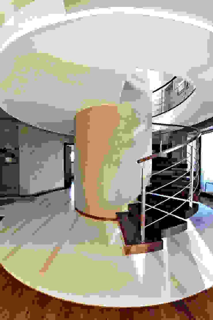 Pracownia projektowa artMOKO Couloir, entrée, escaliers modernes