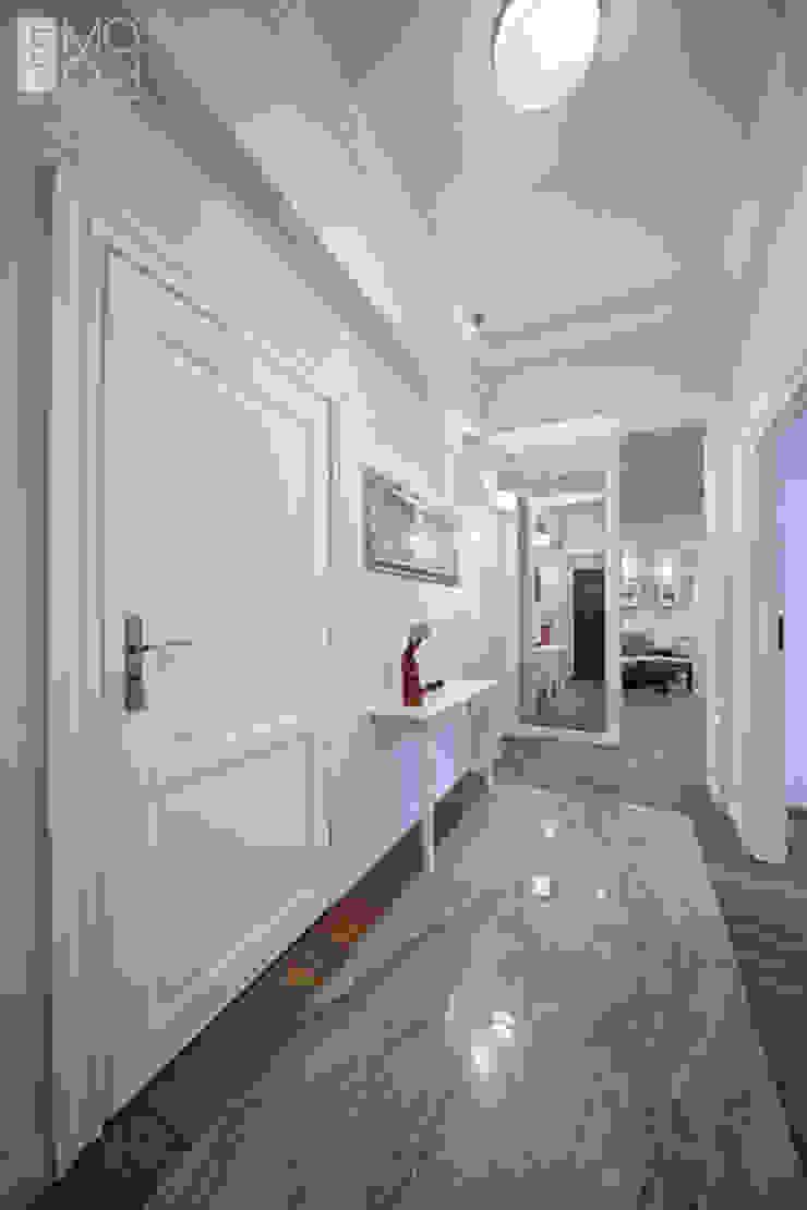 Elegancki korytarz Eklektyczny korytarz, przedpokój i schody od Pracownia projektowa artMOKO Eklektyczny