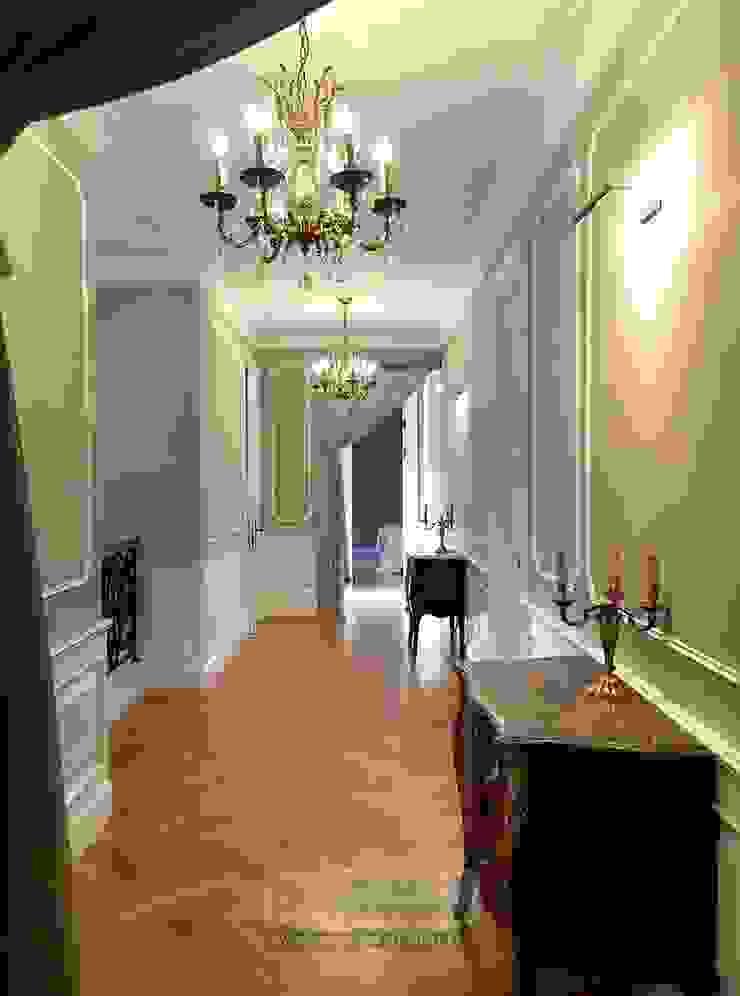Коридор Коридор, прихожая и лестница в классическом стиле от Olga's Studio Классический