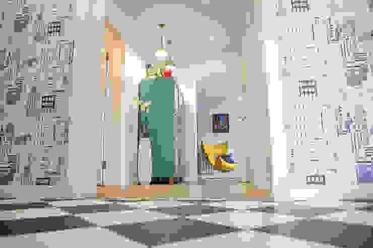 Квартира в Москве 100м2 (дизайнер Мария Соловьёва-Сосновик) Коридор, прихожая и лестница в эклектичном стиле от Фотограф Анна Киселева Эклектичный