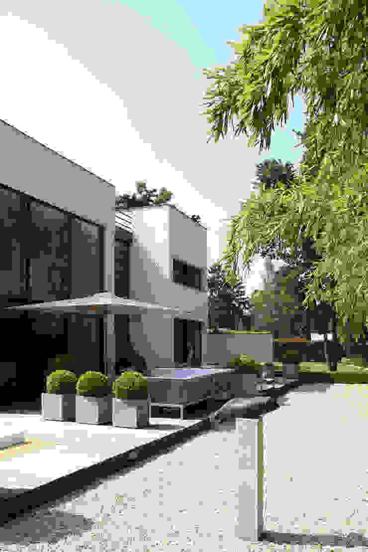 Zijgevel met terrassen Moderne huizen van Lab32 architecten Modern
