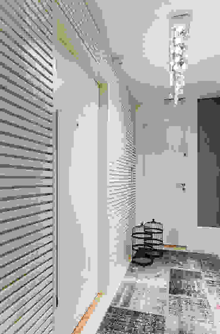 Apartamento Bela Vista 2 Corredores, halls e escadas modernos por Mundstock Arquitetura Moderno