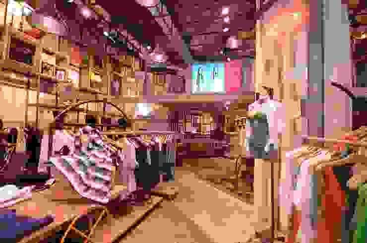 Eva Lojas & Imóveis comerciais industriais por Santa Irreverência Arquitetura Design e Construção Industrial