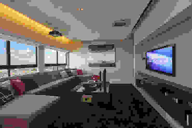 DUPLEX 490m² Salas multimídia modernas por Nejaim Azevedo Arquitetos Associados Moderno