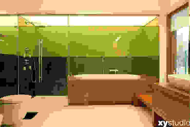 Dom jednorodzinny na Kabatach w Warszawie Nowoczesna łazienka od xystudio Nowoczesny
