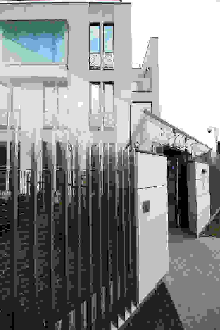 Ambasada i Rezydencja Ambasadora Królestwa Arabii Saudyjskiej Nowoczesne domy od xystudio Nowoczesny