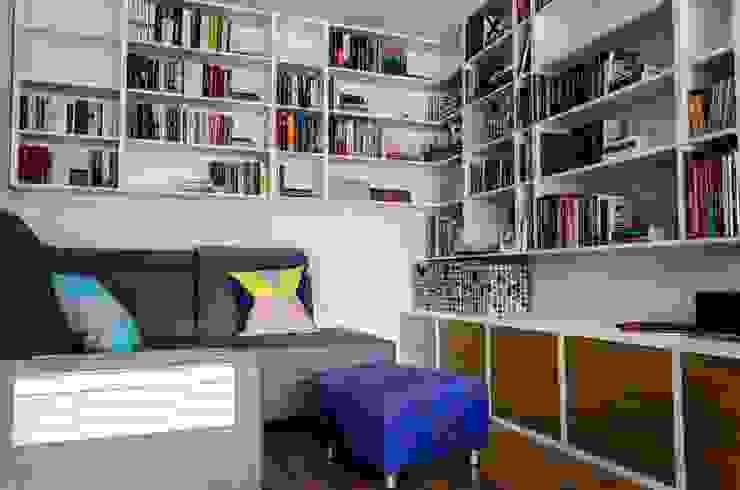 mieszkanie pomiędzy miastami | between big cities Skandynawski salon od Studio Malina Skandynawski