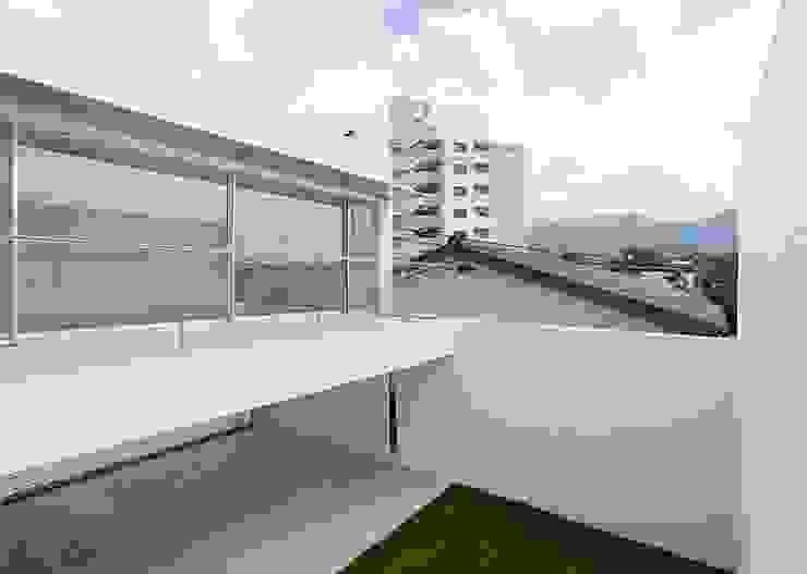 コートハウス モダンデザインの テラス の 中島健アトリエ 一級建築士事務所 モダン