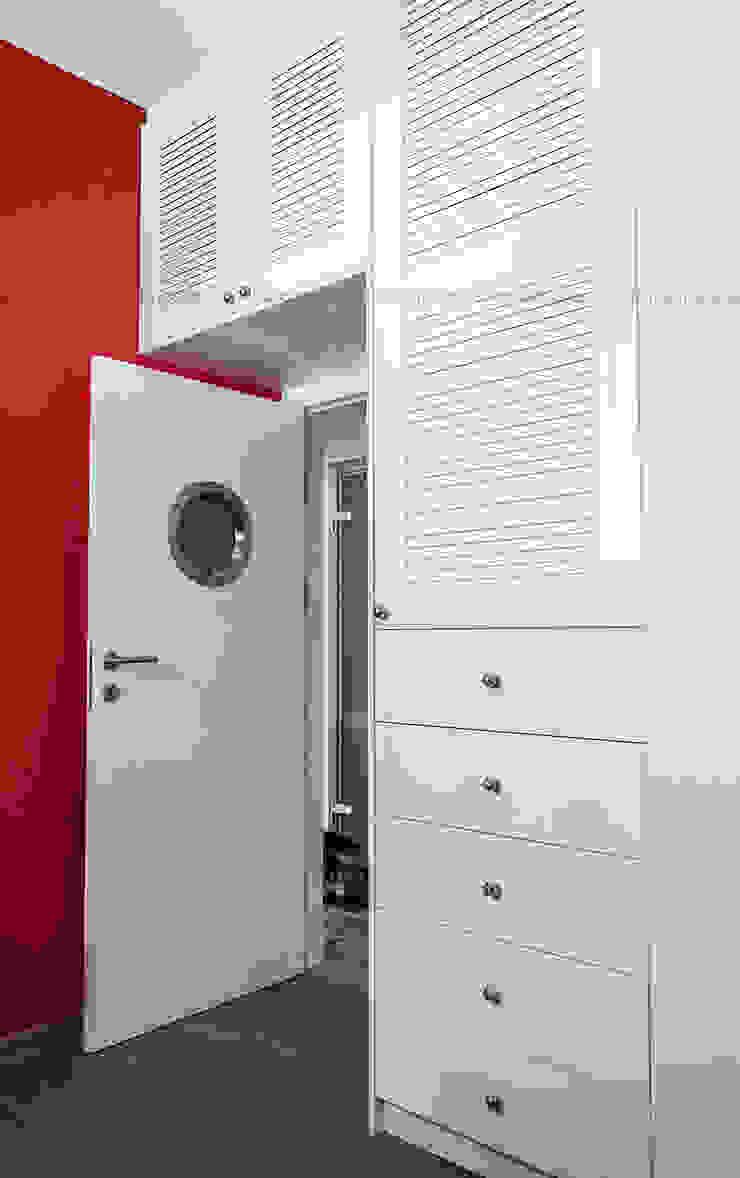 Przedwojenna kamienica Skandynawska sypialnia od Studio Malina Skandynawski
