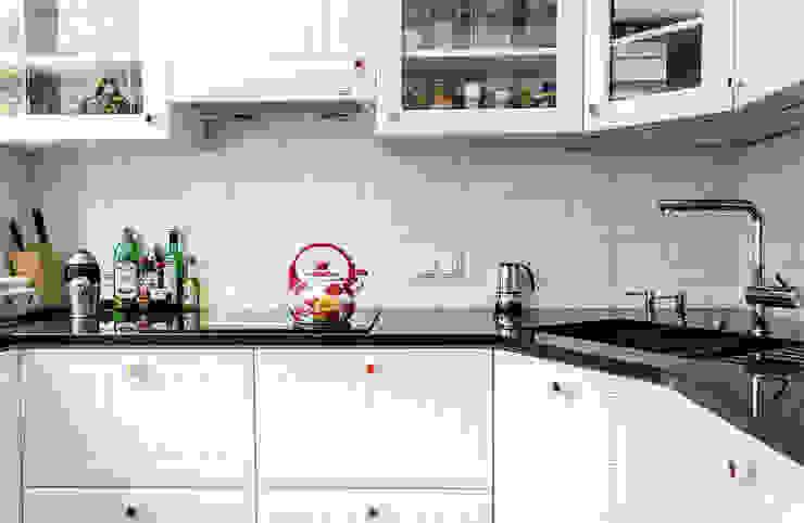 Przedwojenna kamienica Skandynawska kuchnia od Studio Malina Skandynawski