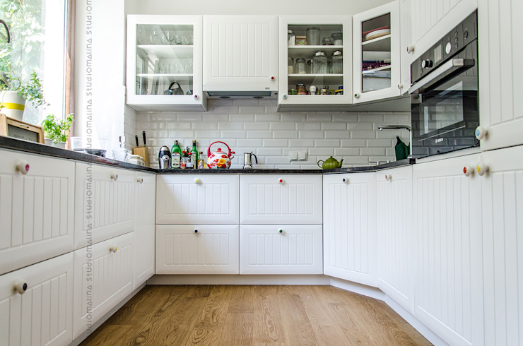 Przedwojenna kamienica : styl , w kategorii Kuchnia zaprojektowany przez Studio Malina,Skandynawski