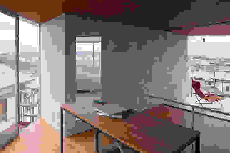 あやめ池の家 モダンデザインの リビング の 小松一平建築設計事務所 モダン