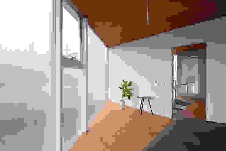 あやめ池の家 モダンスタイルの寝室 の 小松一平建築設計事務所 モダン