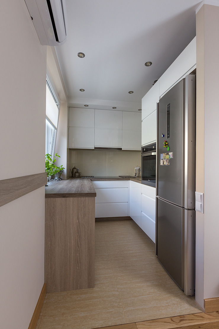 Kuchnia z salonem i holem od atelier