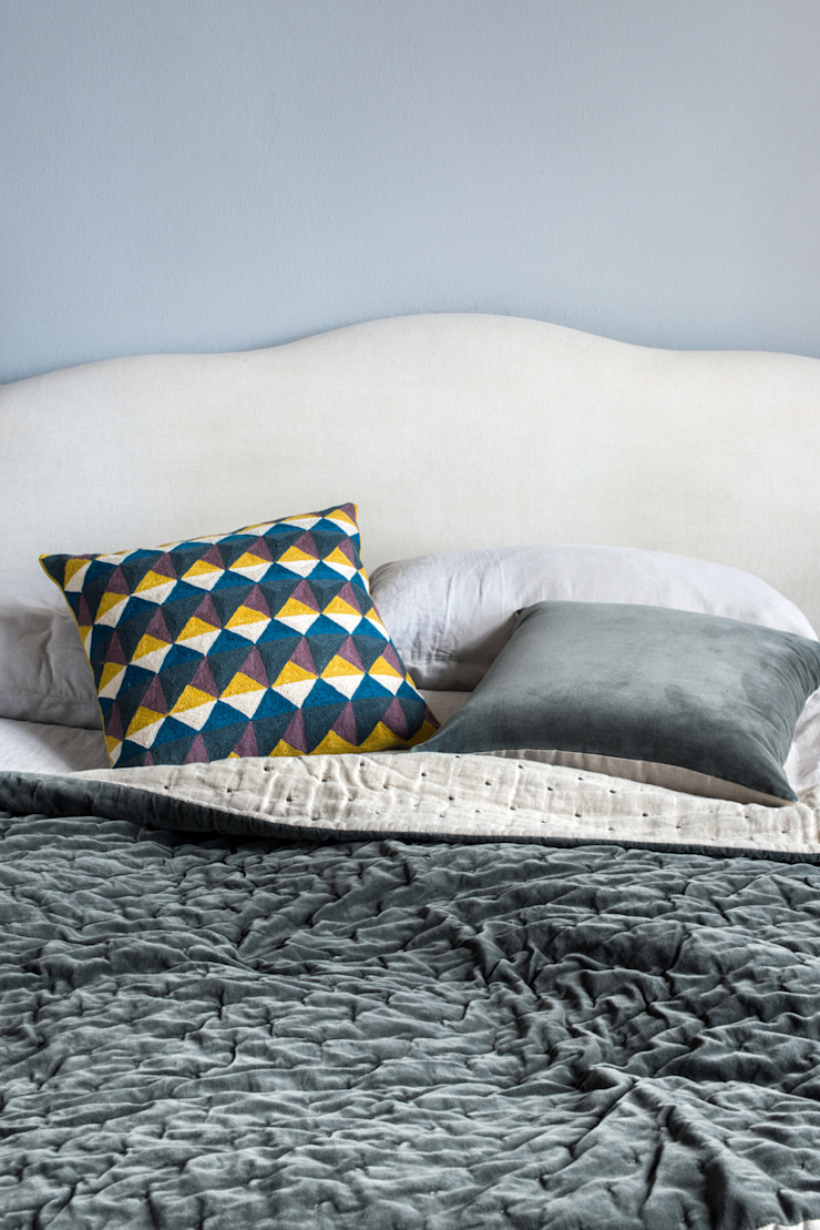 Velvet Linen Throw (Slate): minimalist  by Niki Jones, Minimalist
