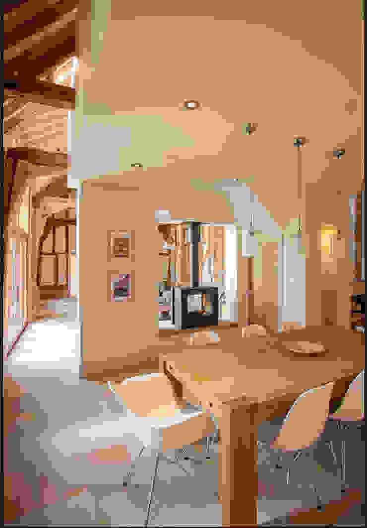 Fireplace Comedores de estilo rural de Beech Architects Rural
