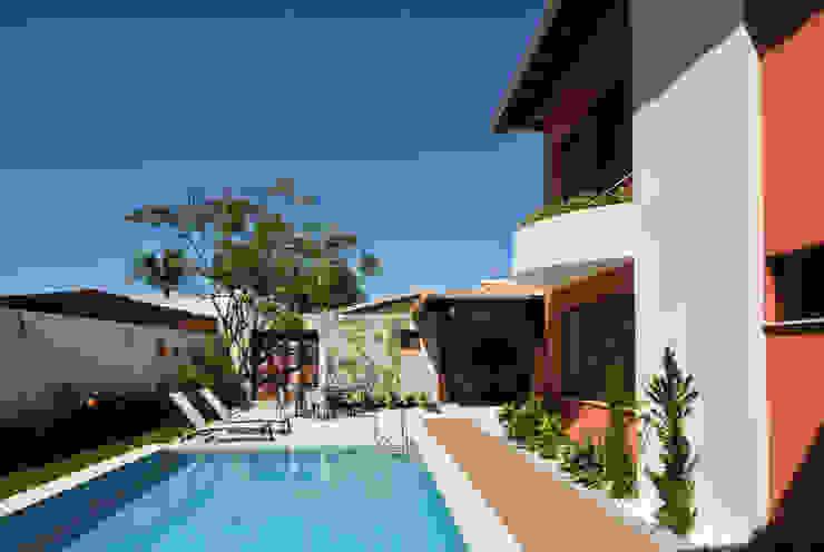 Piscinas de estilo tropical de Argollo & Martins | Arquitetos Associados Tropical