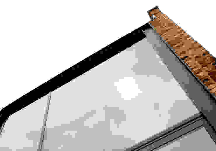 Main Glazing Detail Modern balcony, veranda & terrace by Twist In Architecture Modern