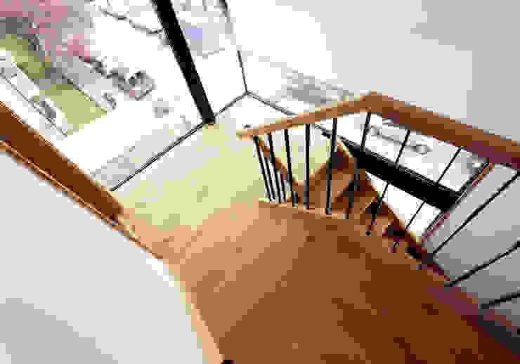 Stairwell Modern corridor, hallway & stairs by Twist In Architecture Modern
