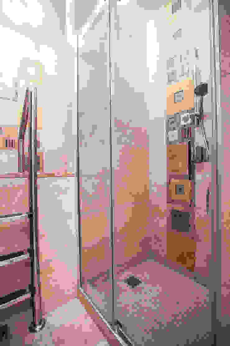 Душевая кабина в ванной Ванная в классическом стиле от Технологии дизайна Классический