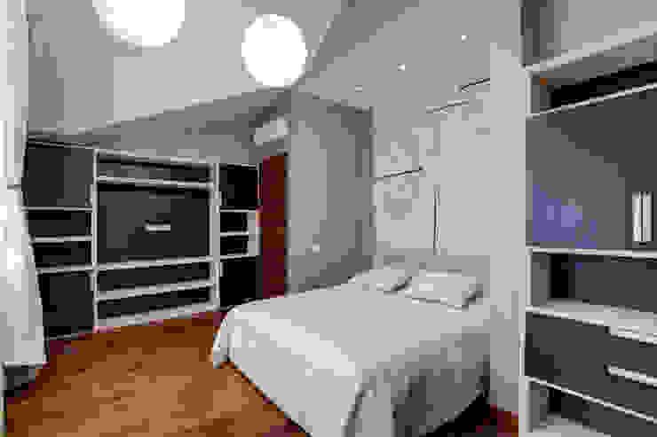Кровать в спальне Спальня в классическом стиле от Технологии дизайна Классический