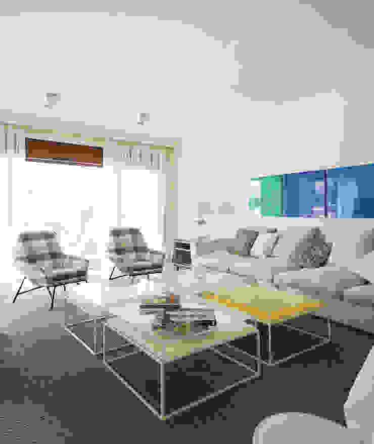 Casa Guadalmina Salones de estilo mediterráneo de MLMR Architecture Consultancy Mediterráneo