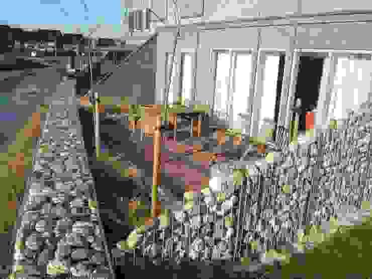 Modern Garden by Bladgoud-tuinen Modern