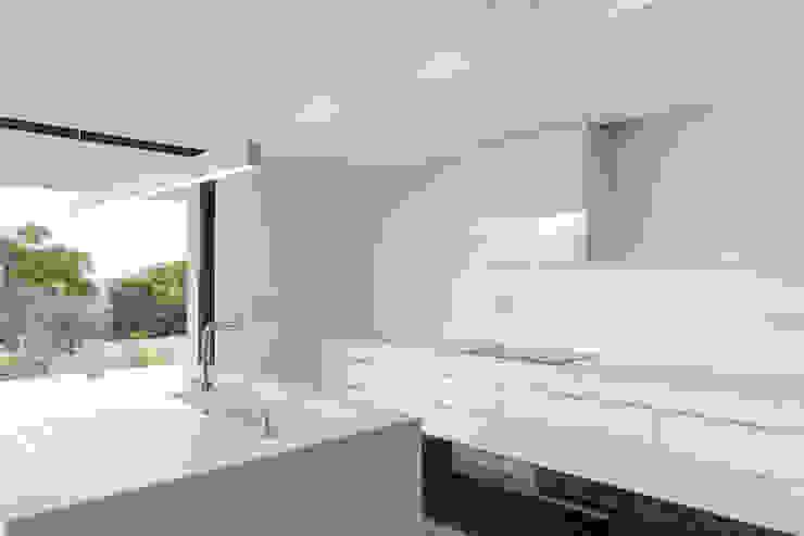Кухни в . Автор – Estúdio Urbano Arquitectos , Минимализм