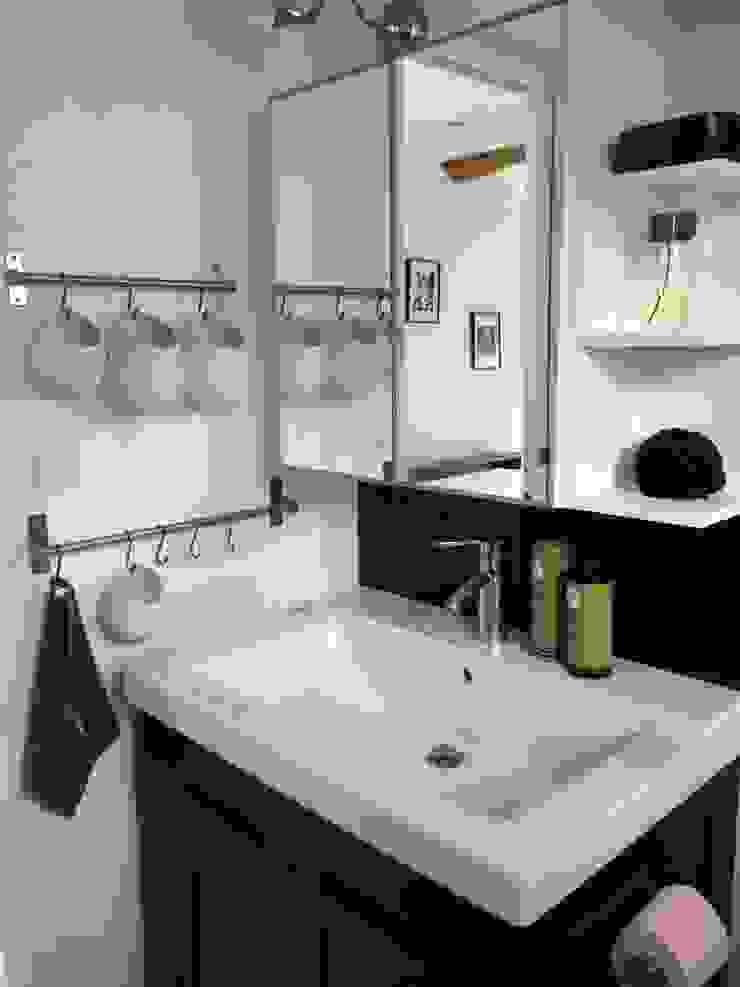 Baños de estilo moderno de Atelier d'Ersu & Blanco Moderno