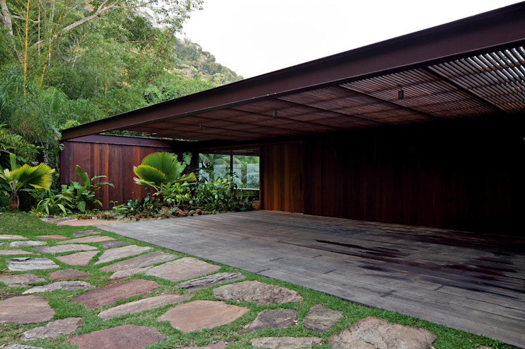 Tropical style houses by Jacobsen Arquitetura Tropical