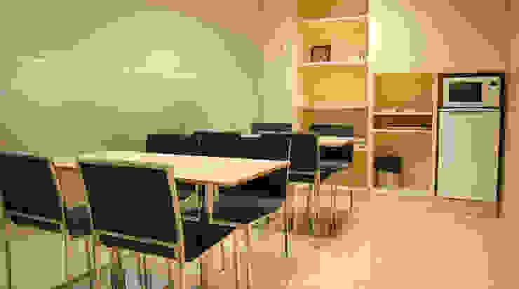 Sala de descanso: Oficinas y Tiendas de estilo  de Gramil Interiorismo II - Decoradores y diseñadores de interiores ,