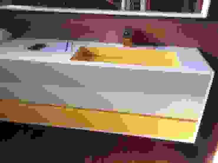 Detalle lavabo Corian de Gramil Interiorismo II - Decoradores y diseñadores de interiores Minimalista