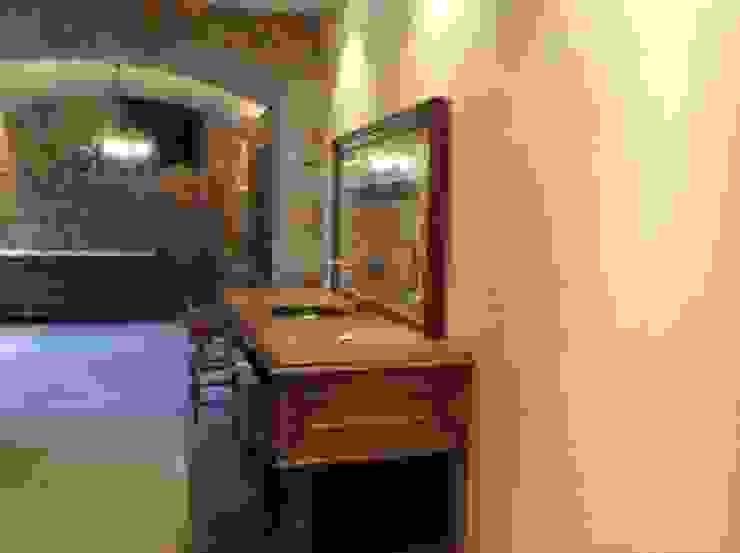 Vista mueble con pica vestidor Pasillos, vestíbulos y escaleras de estilo rústico de Gramil Interiorismo II - Decoradores y diseñadores de interiores Rústico