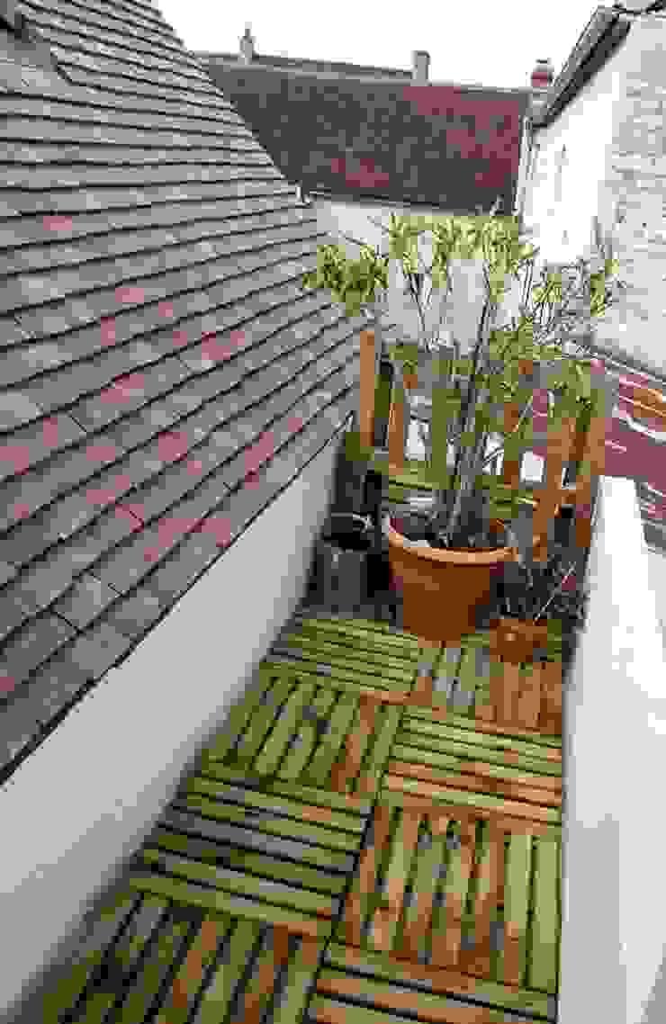 Balcones y terrazas de estilo moderno de Atelier d'Ersu & Blanco Moderno