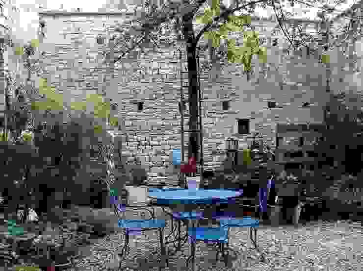 Jardines de estilo  por Atelier d'Ersu & Blanco, Moderno