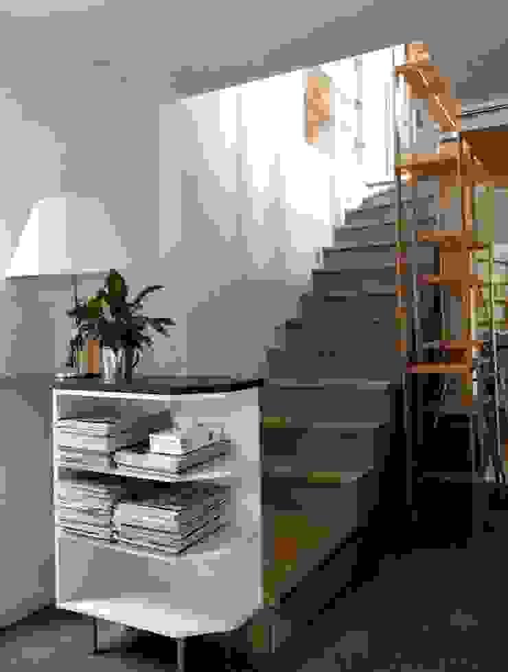 Pasillos, vestíbulos y escaleras de estilo moderno de Atelier d'Ersu & Blanco Moderno