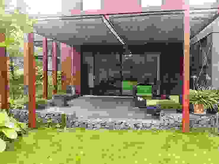 Schaduwlounge over het terras Moderne tuinen van Bladgoud-tuinen Modern