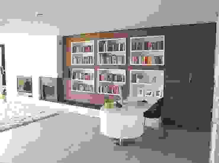 Multifunctionele wand voorzien van haard, tv, boekenkast en bureau: modern  door SEP  Blauwdruk architecten, Modern