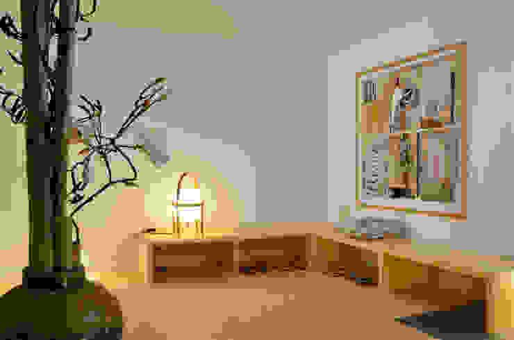 Japón en BCN - El vestibulo de entrada Pasillos, vestíbulos y escaleras de estilo minimalista de Daifuku Designs Minimalista