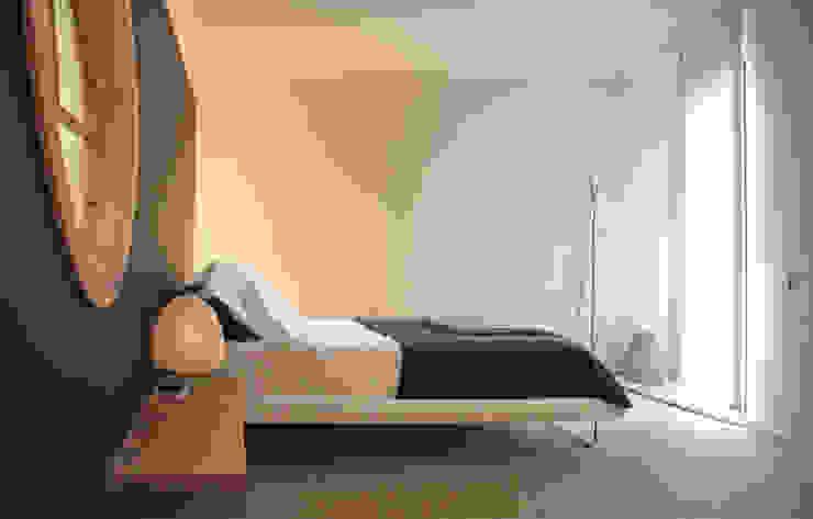 Japan in Barcelona: View of the bedroom Camera da letto minimalista di Daifuku Designs Minimalista