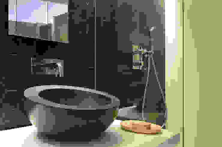 Japón en BCN - Detalle del aseo Baños de estilo minimalista de Daifuku Designs Minimalista