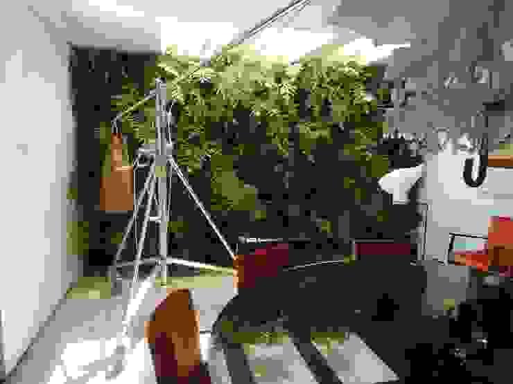 Quadro Vivo Urban Garden Roof & Vertical Ruang Makan Modern