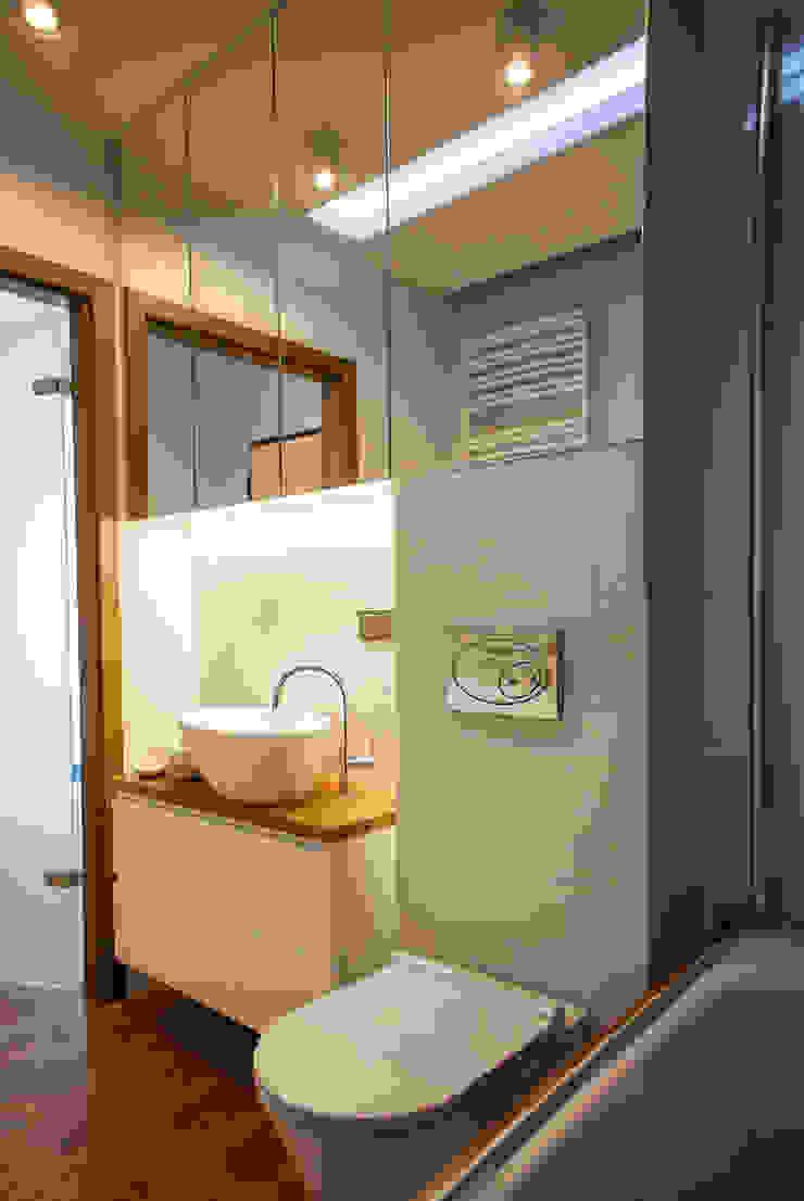 Francuska Kamienica Nowoczesna łazienka od Arkadiusz Grzędzicki projektowanie wnętrz Nowoczesny